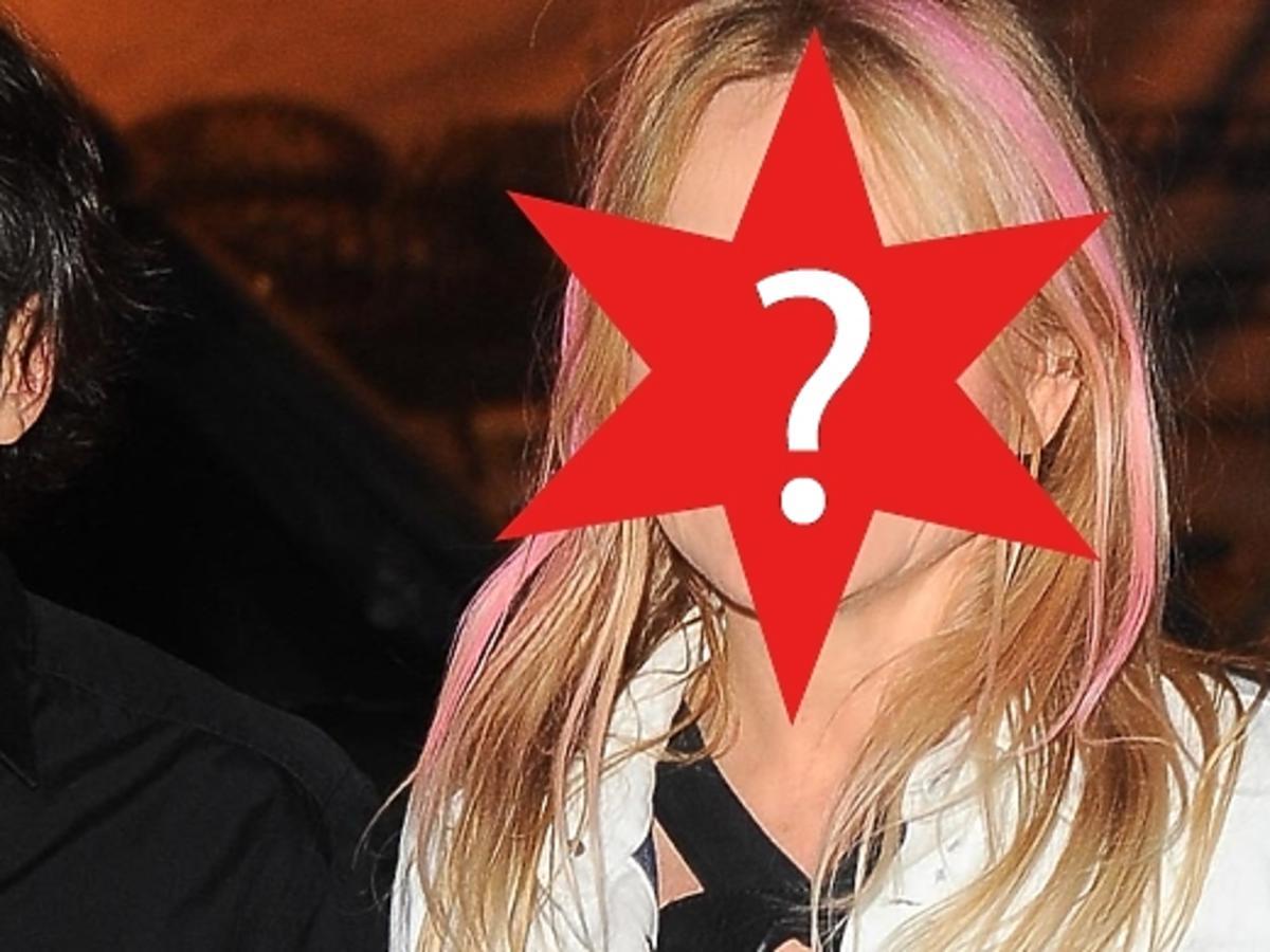 Monika Olejnik w różowych włosach na pokazie Kupisza