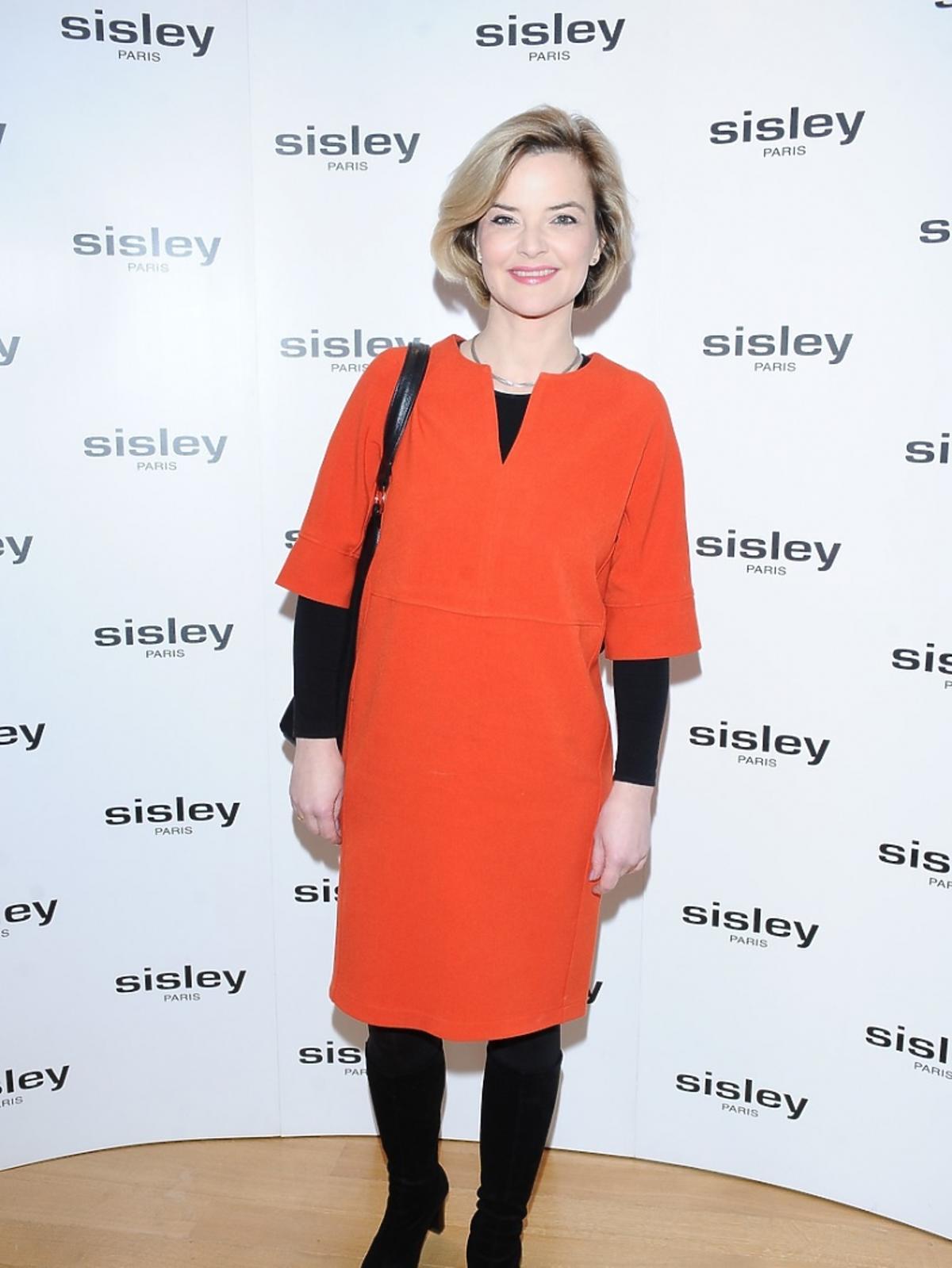 Monika Zamachowska w pomarańczowej sukience