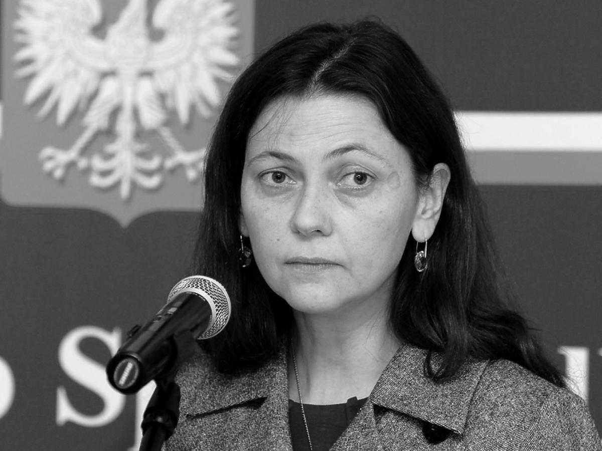 Monika Zbrojewska przy mikrofonie