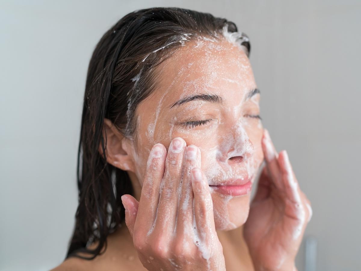 Najlepsze kosmetyki i akcesoria do codziennego oczyszczania twarzy