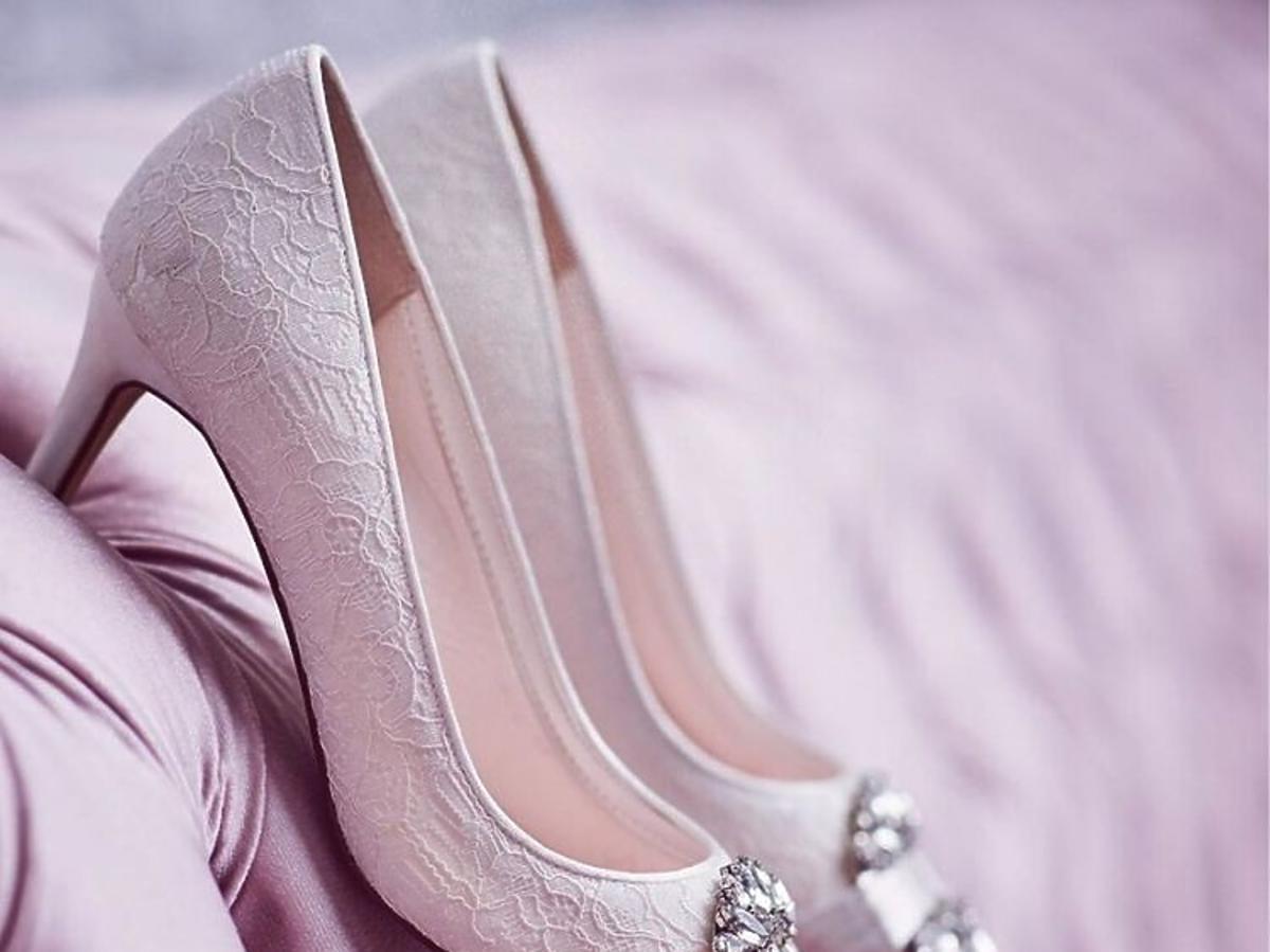 Najmodniejsze buty ślubne wiosna lato 2020