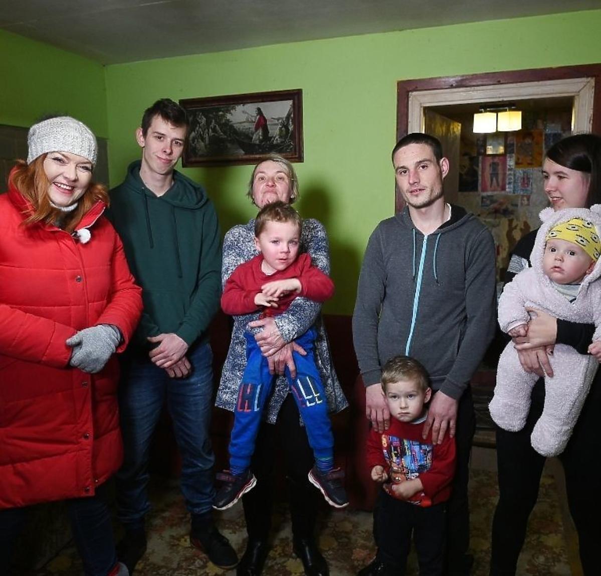 Nasz nowy dom - Katarzyna Dowbor z uczestnikami programu