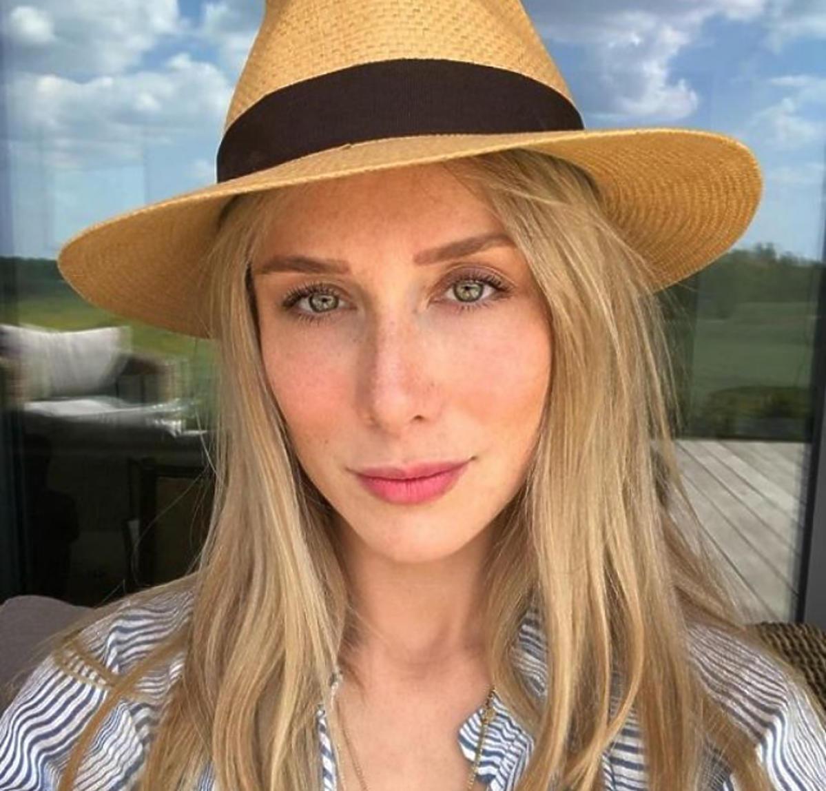 Natalia Klimas w kapeluszu
