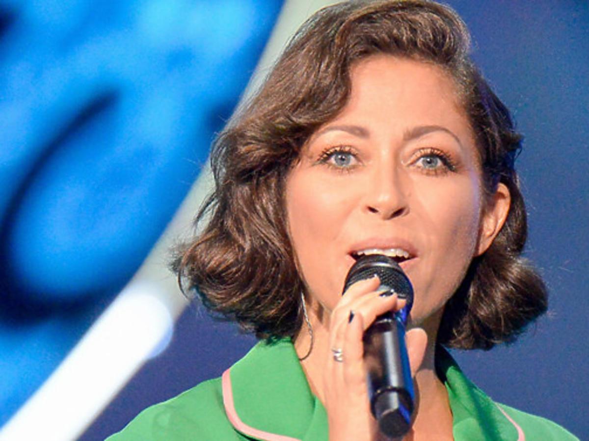 Natalia Kukulska w zielonym garniturze