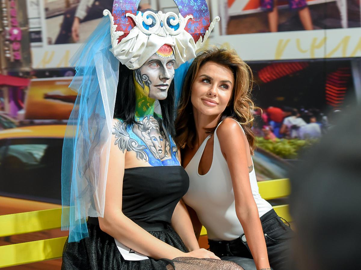Natalia Siwiec na targach z brzuszkiem