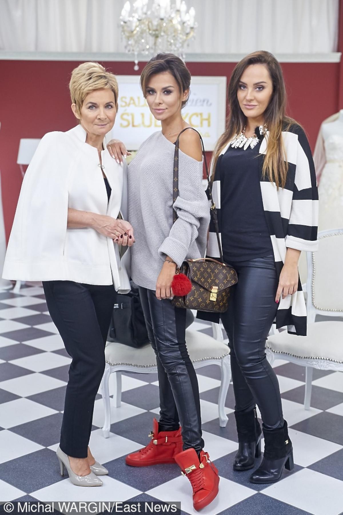 Natalia Siwiec w czerownych butach z mamą i siostrą