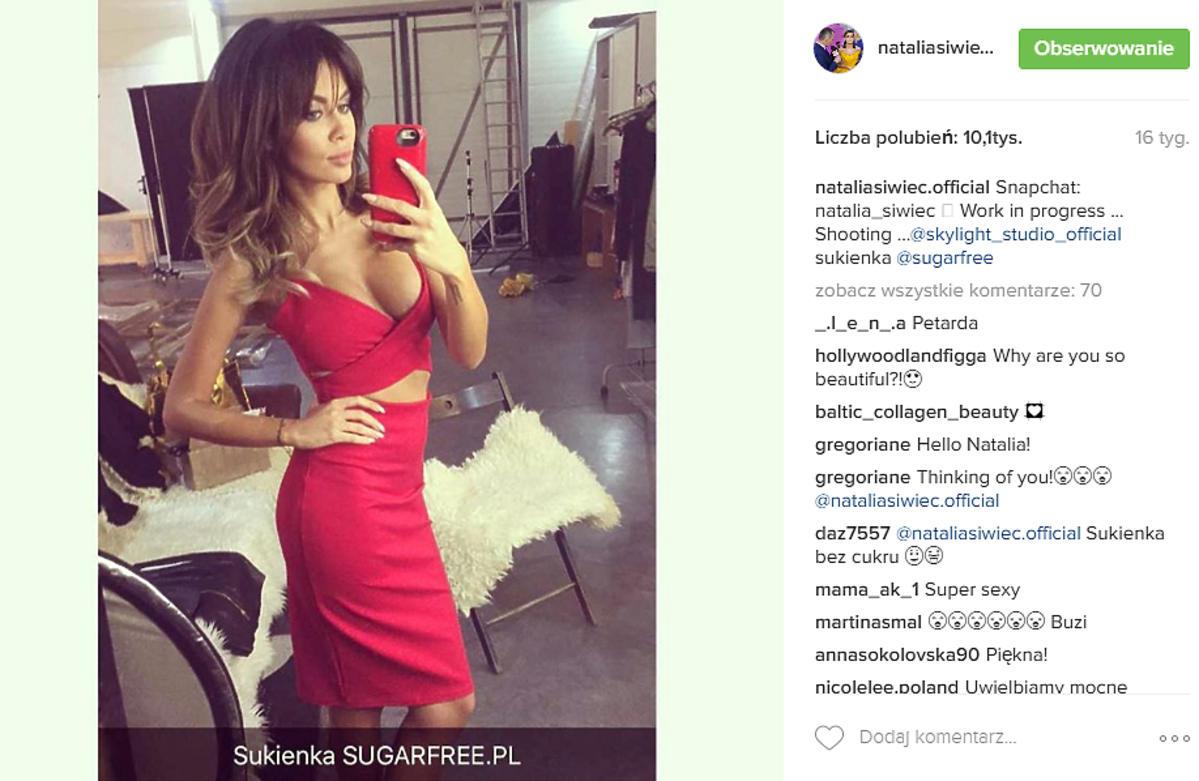 Natalia Siwiec w czerwonej sukience z wycięciami