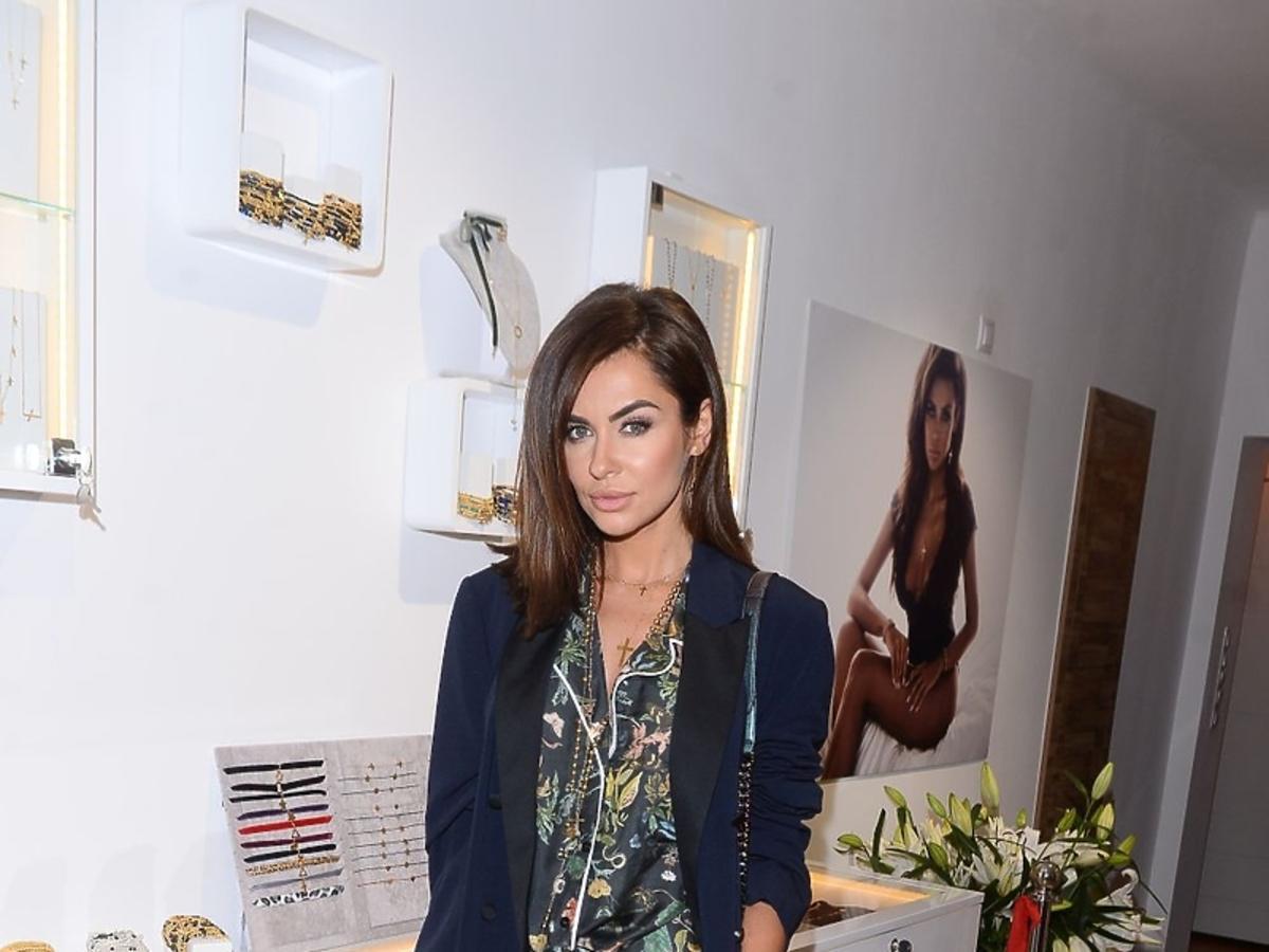 Natalia Siwiec we wzorzystych spodniach