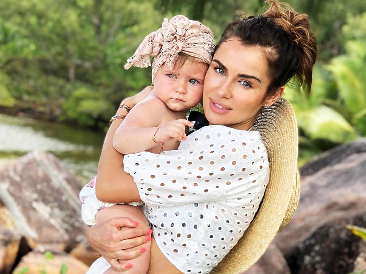 Natalia Siwiec z córką w identycznej jeansowej kurtce