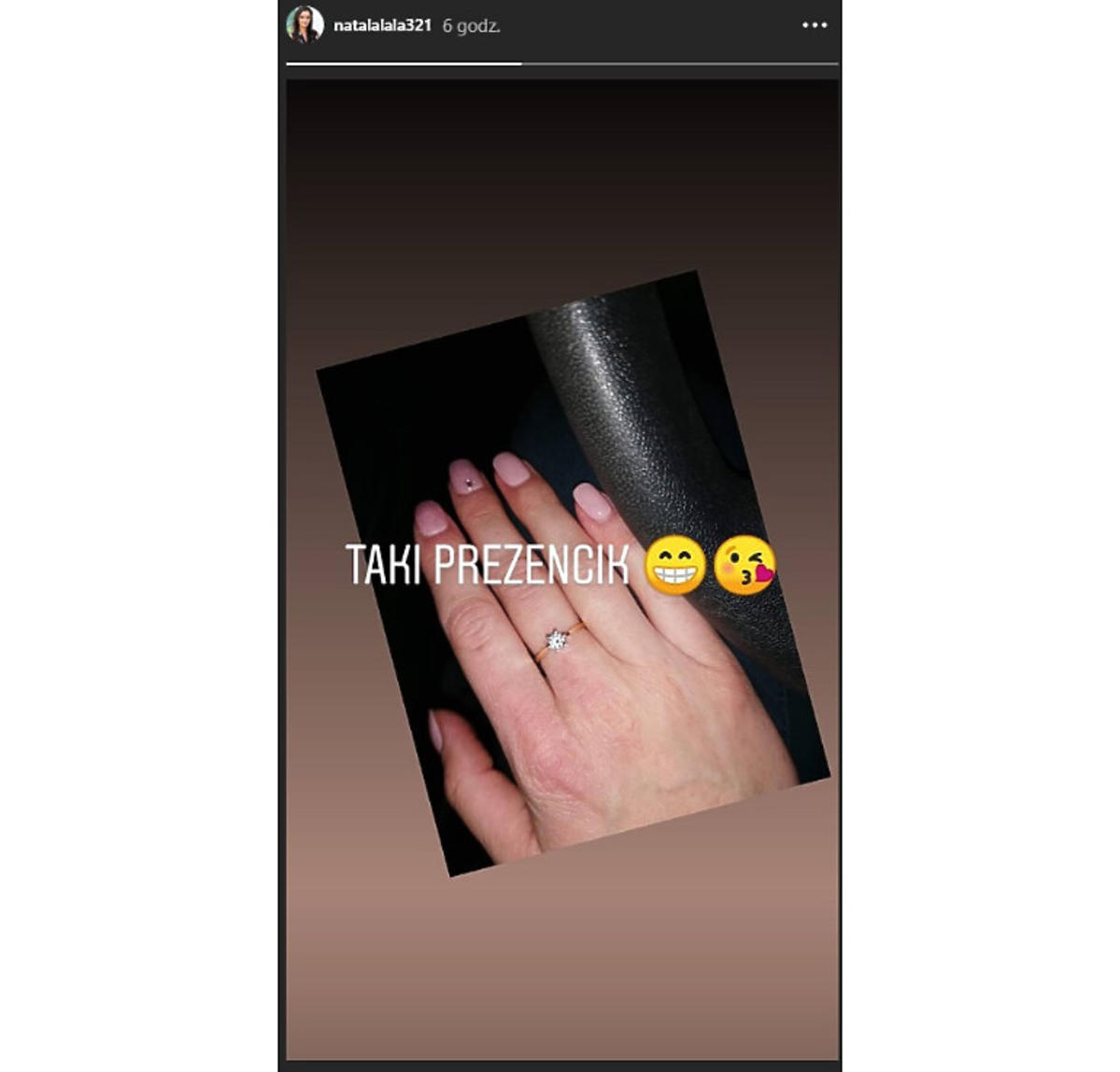 Natalia z rolnik pokazała pierścionek