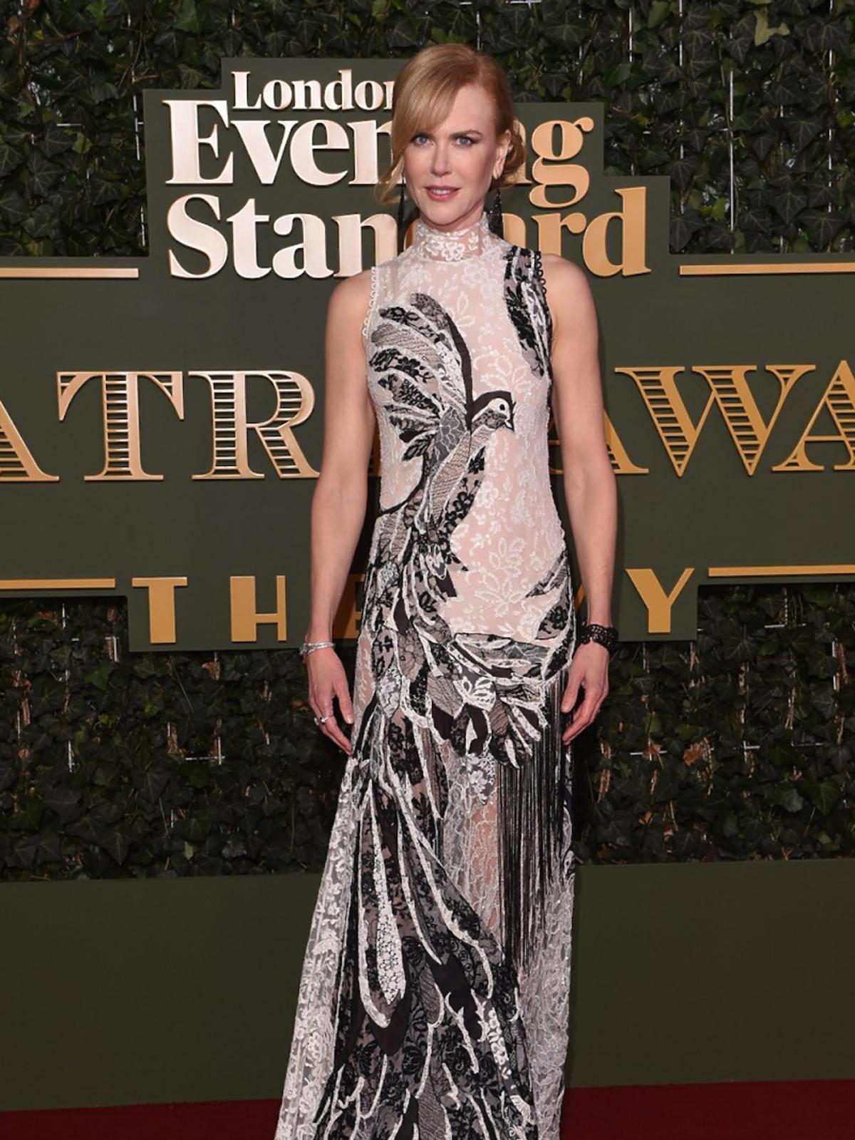 Nicole Kidman w czarni białej koronkowej sukience