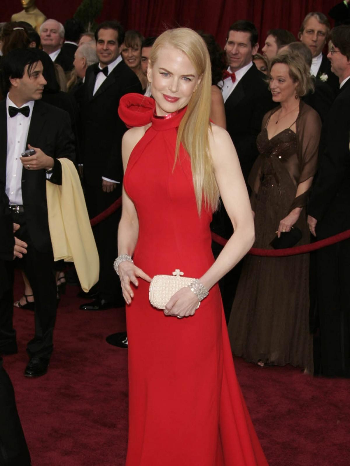 Nicole Kidman w czerownej sukni do ziemi