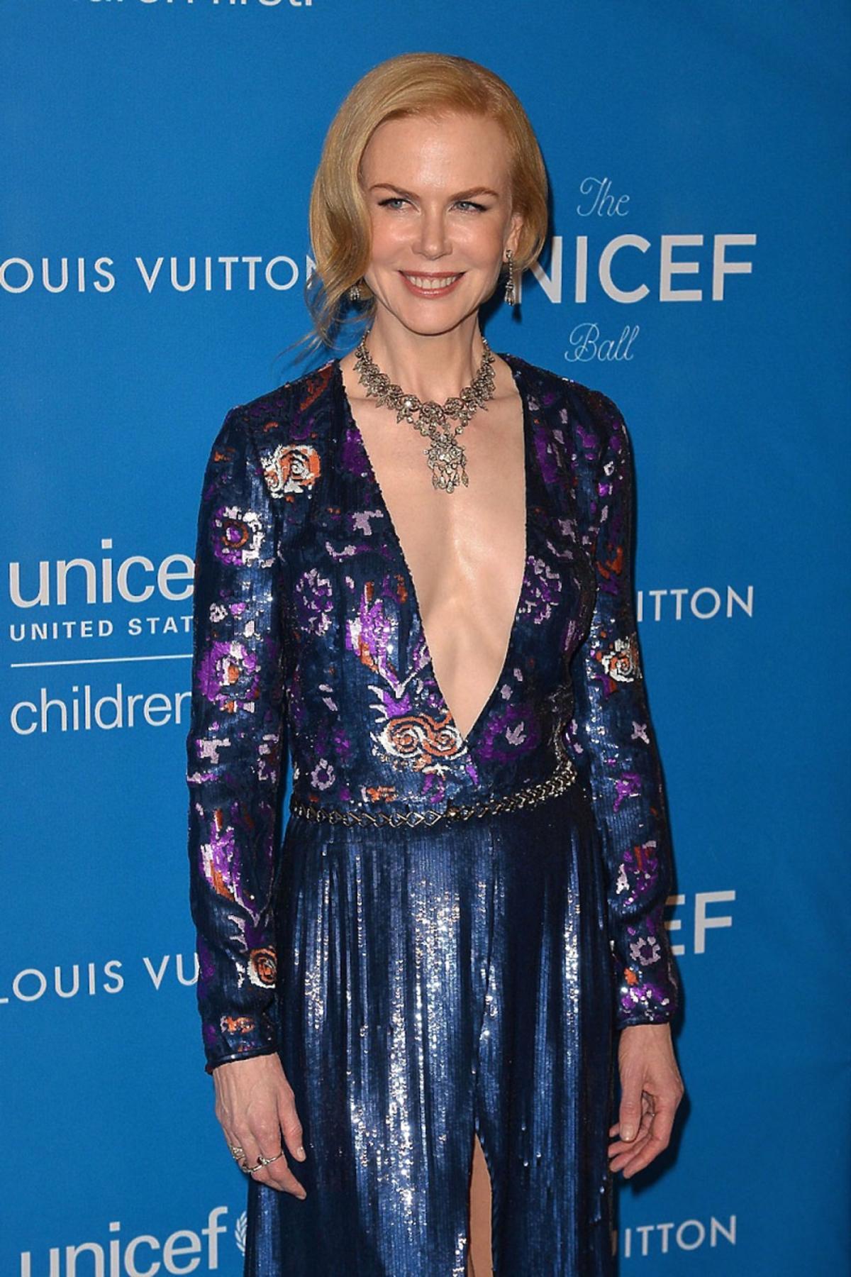 Nicole Kidman w niebieskiej błyszczącej sukni do ziemi