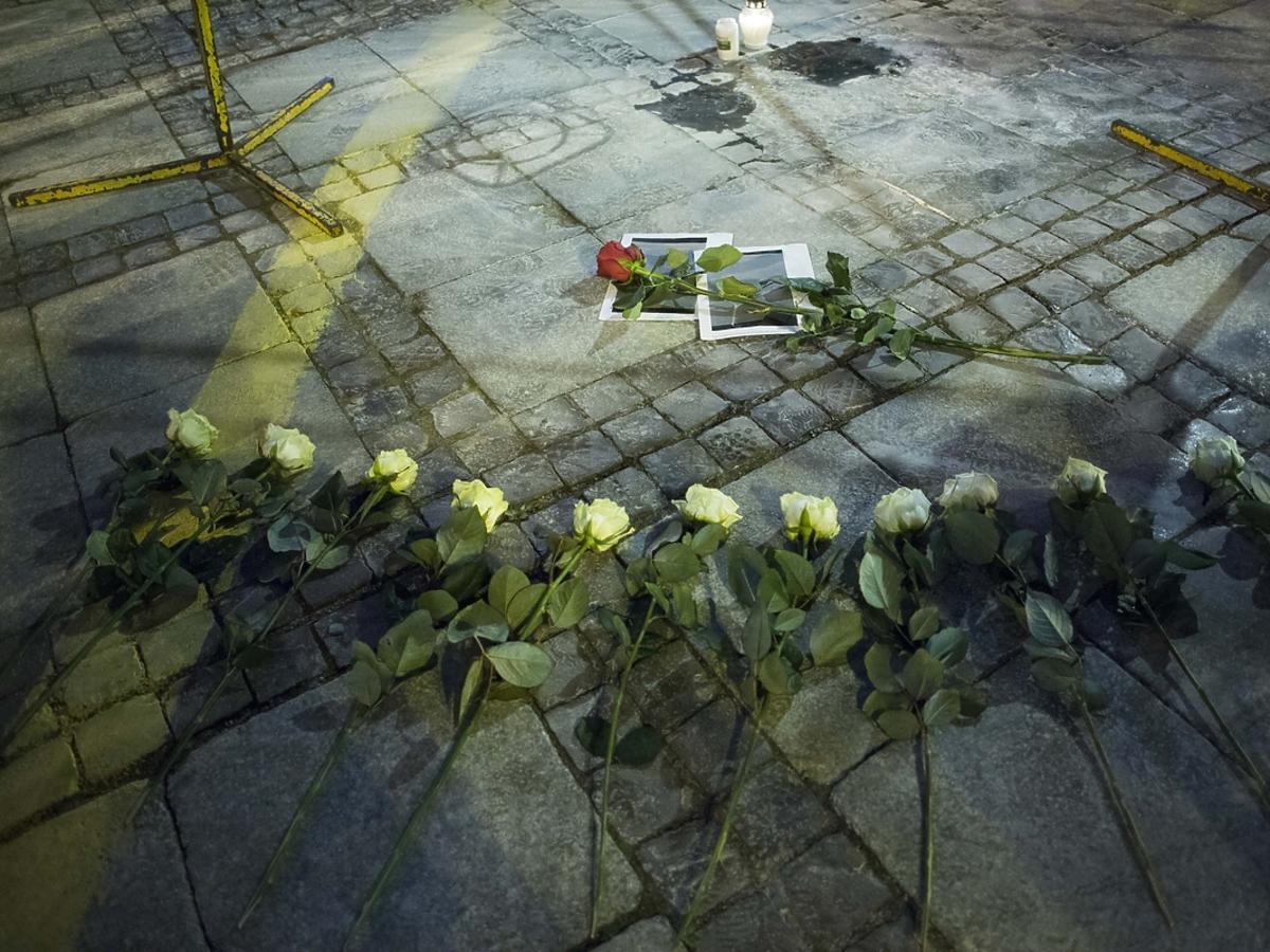 Nie żyje mężczyzna który dokonał samospalenia przed Pałacem Kulrury i Nauki w Warszawie