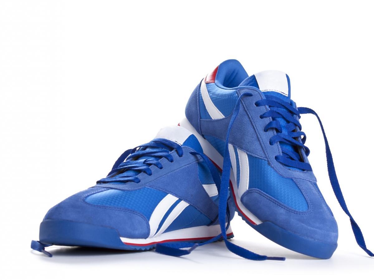 niebieskie buty sportowe
