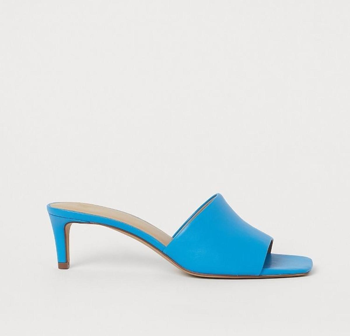Niebieskie klapki na obcasie H&M