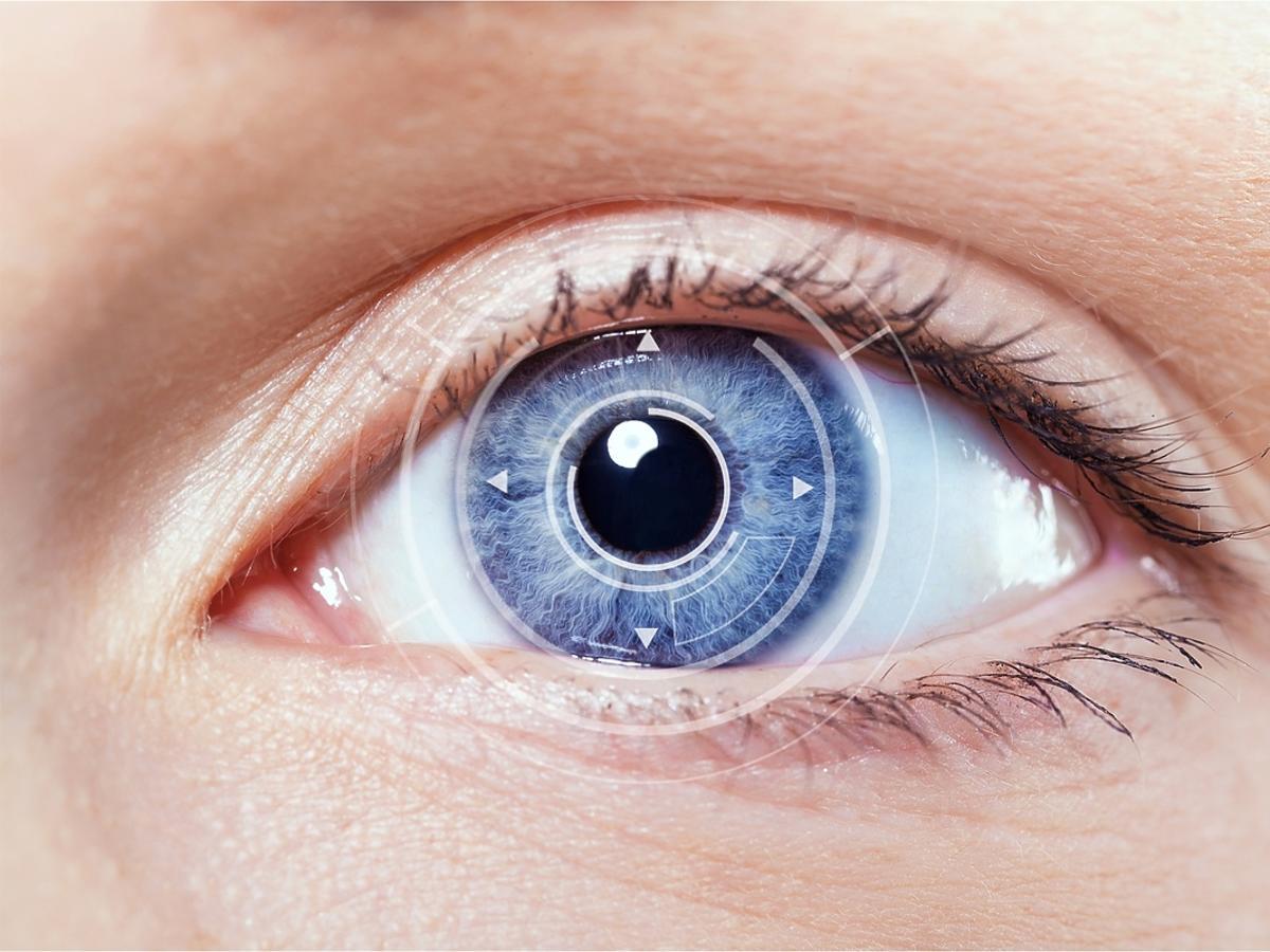 niebieskie oko kobiety