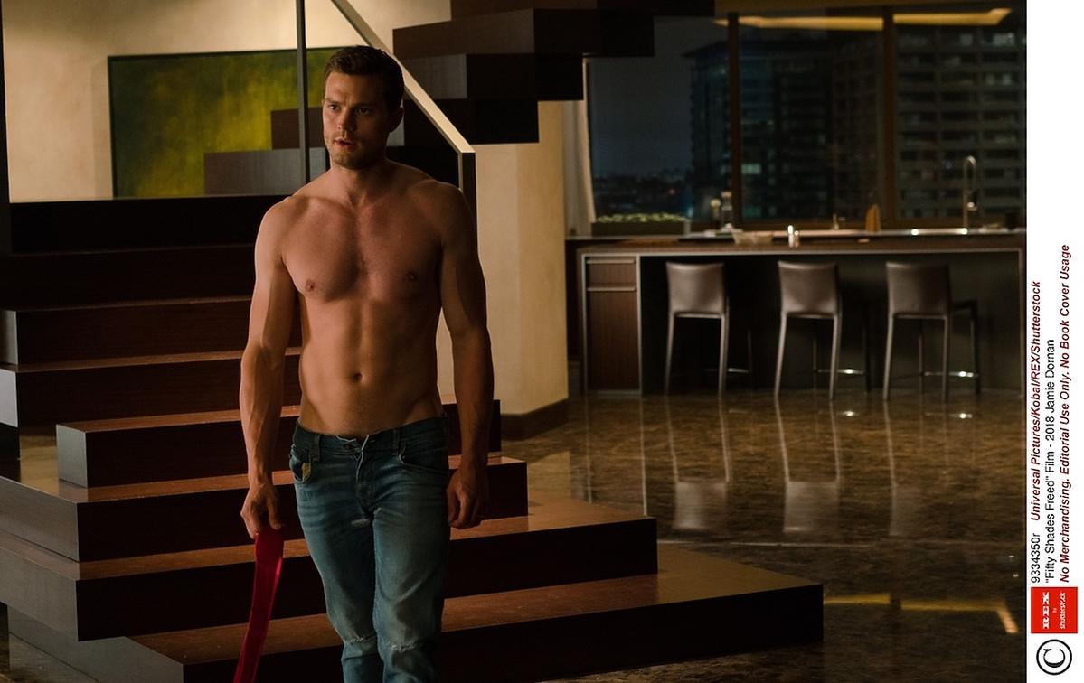 Nowe oblicze Greya - Christian Grey bez koszulki