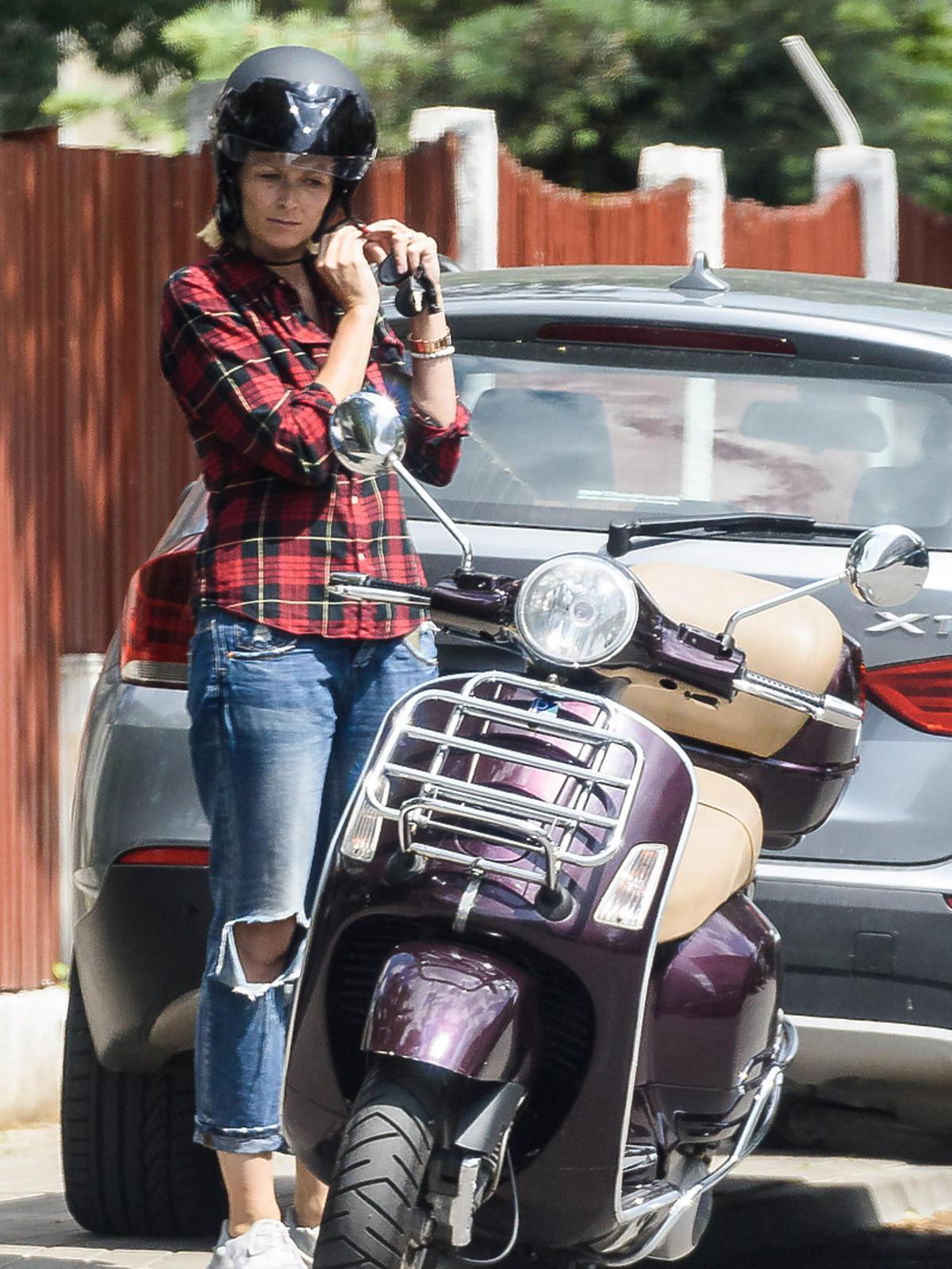 Odeta Moro kupuje skuter