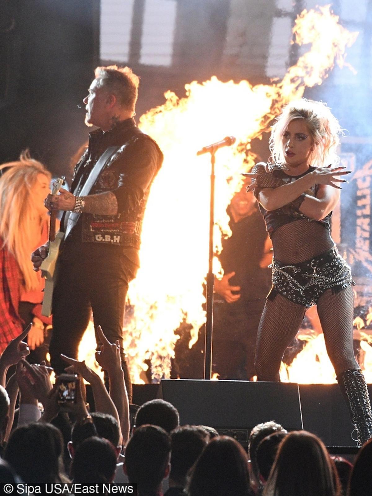 Ogień na scenie