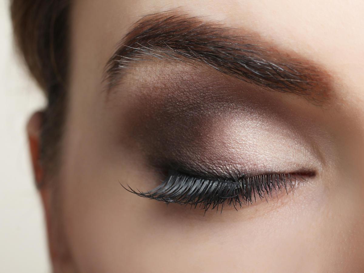oko pomalowane w stylu smoky eye