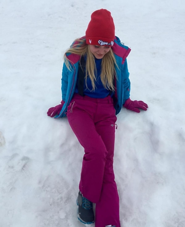 Ola Ciupa w różowym kombinezonie narciarskim