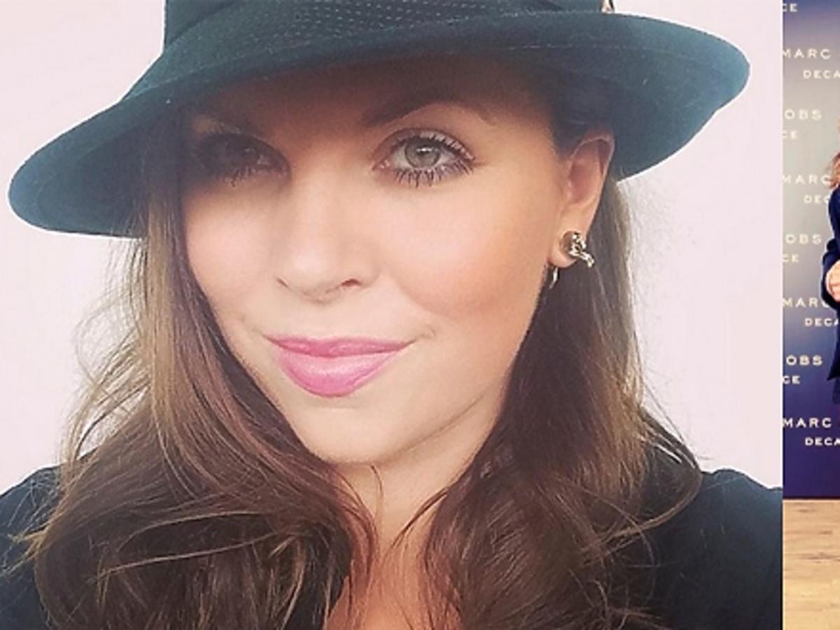 Ola Kwaśniewska w czarnej marynarce i mini w kapeluszu