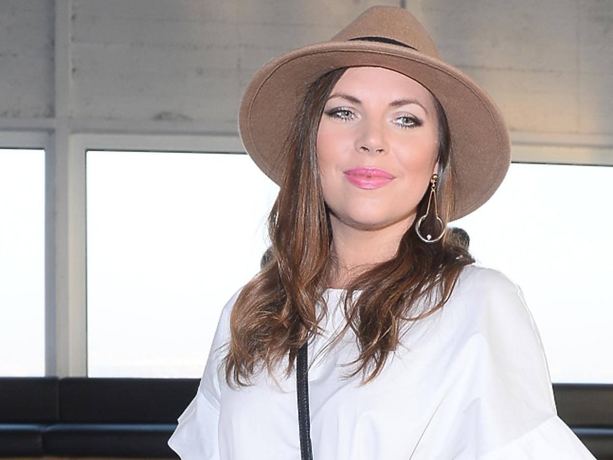 Ola Kwaśniewska w kapeluszu