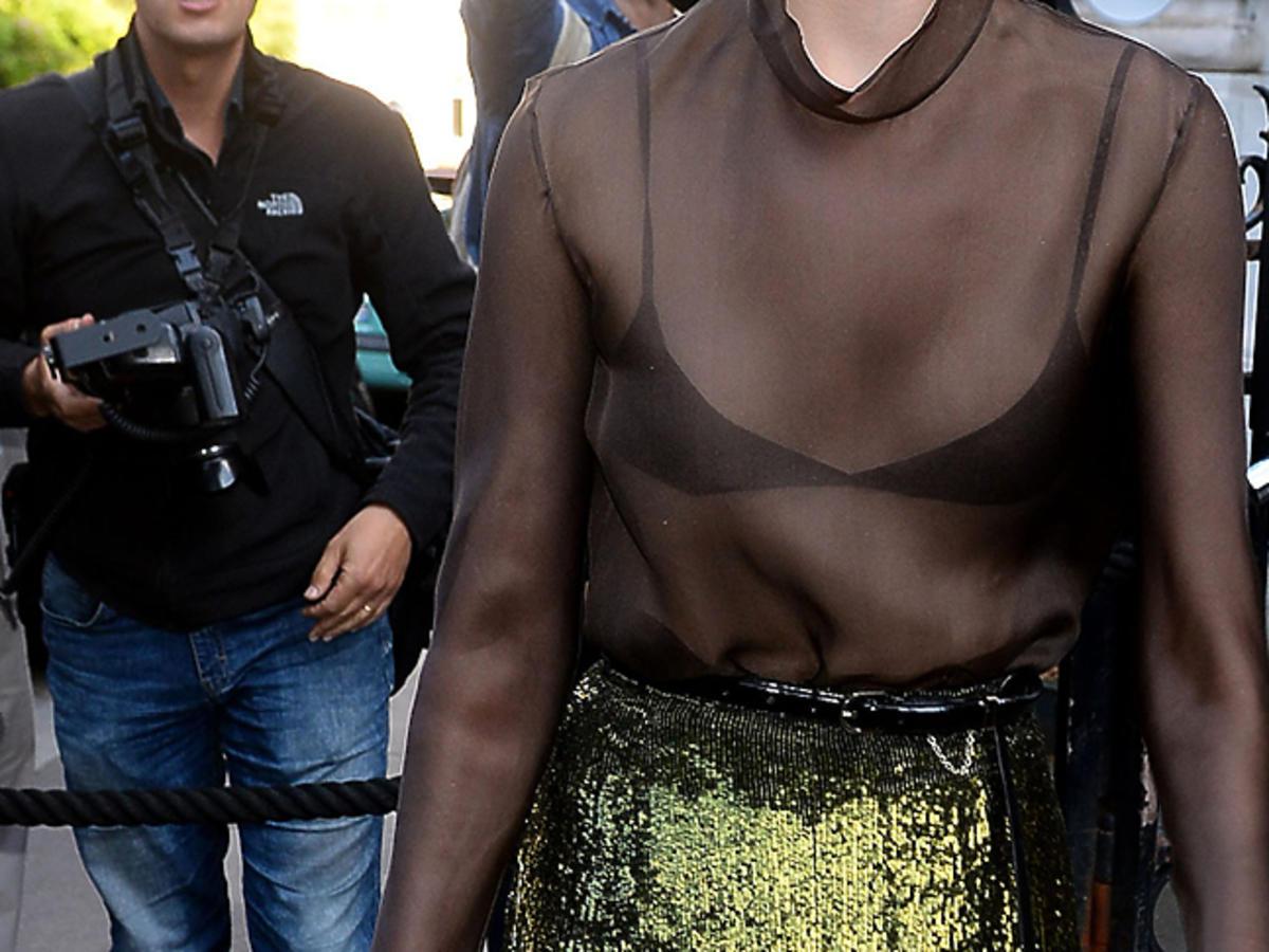 Ola Rudnicka w czarnej przezroczystej koszuli