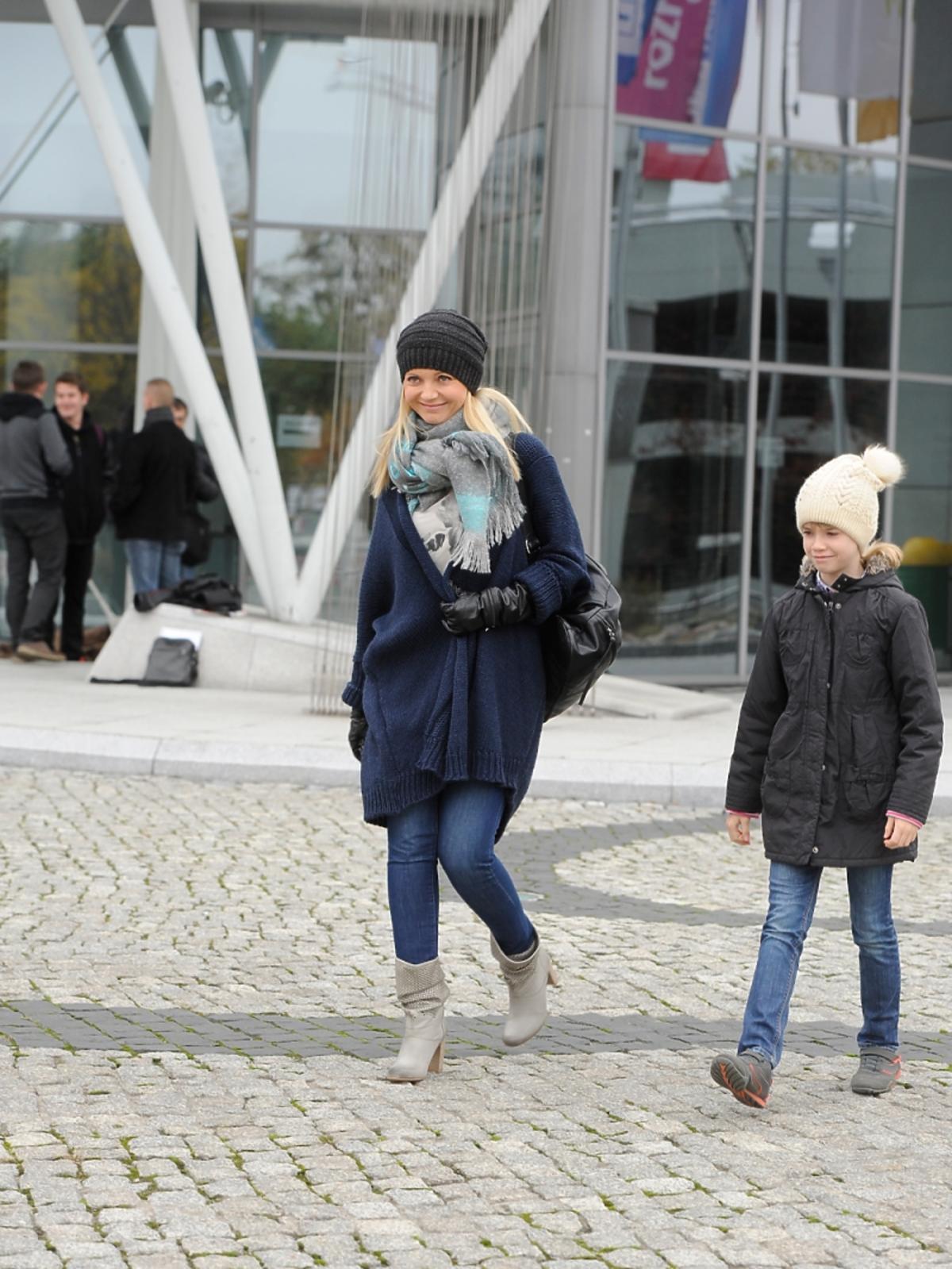 Olga Borys w czapce