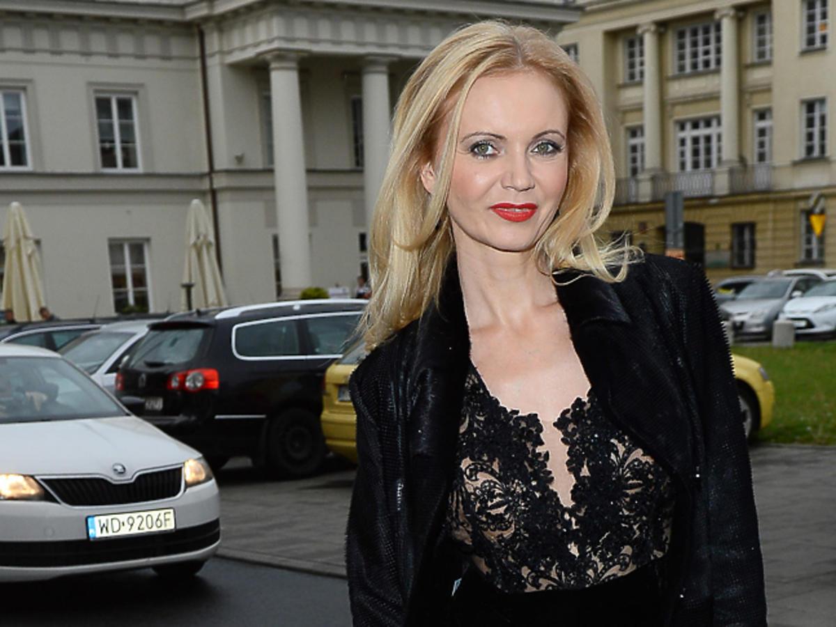 Olga Borys w czerownych ustach