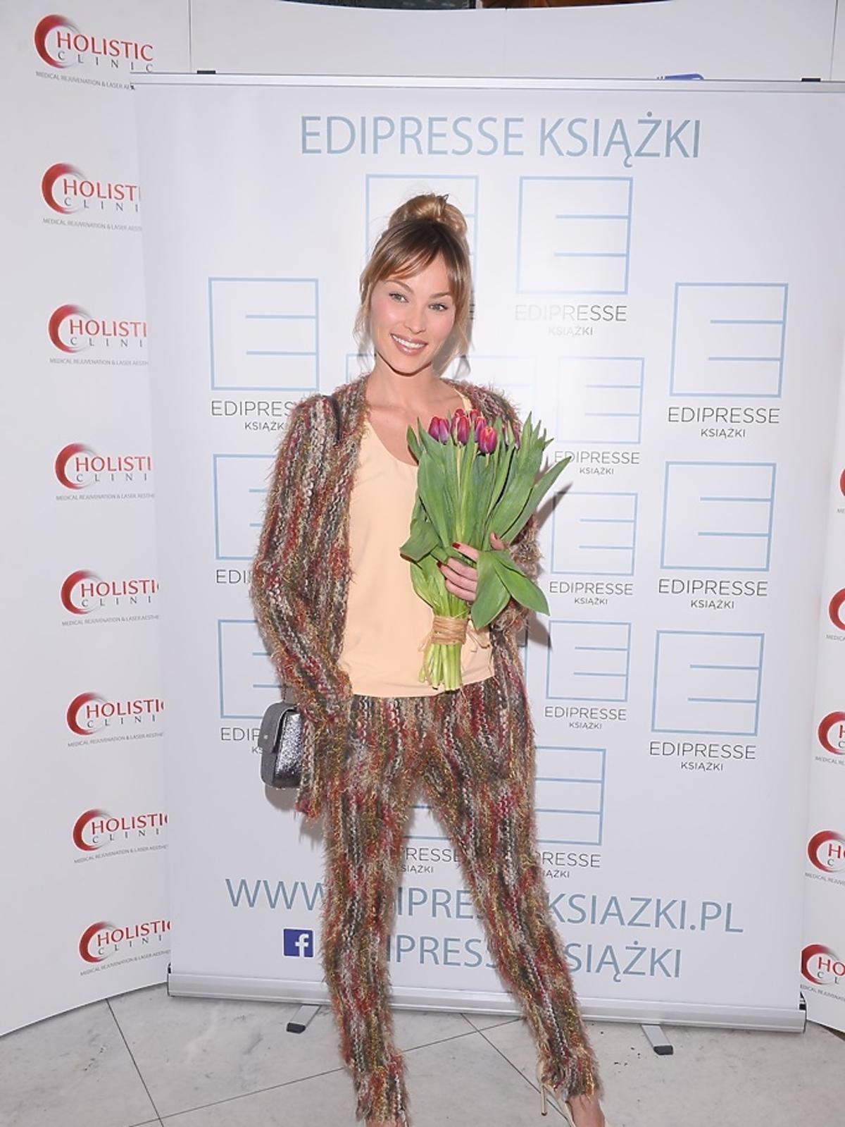 onika Książkiewicz trzyma tulipany