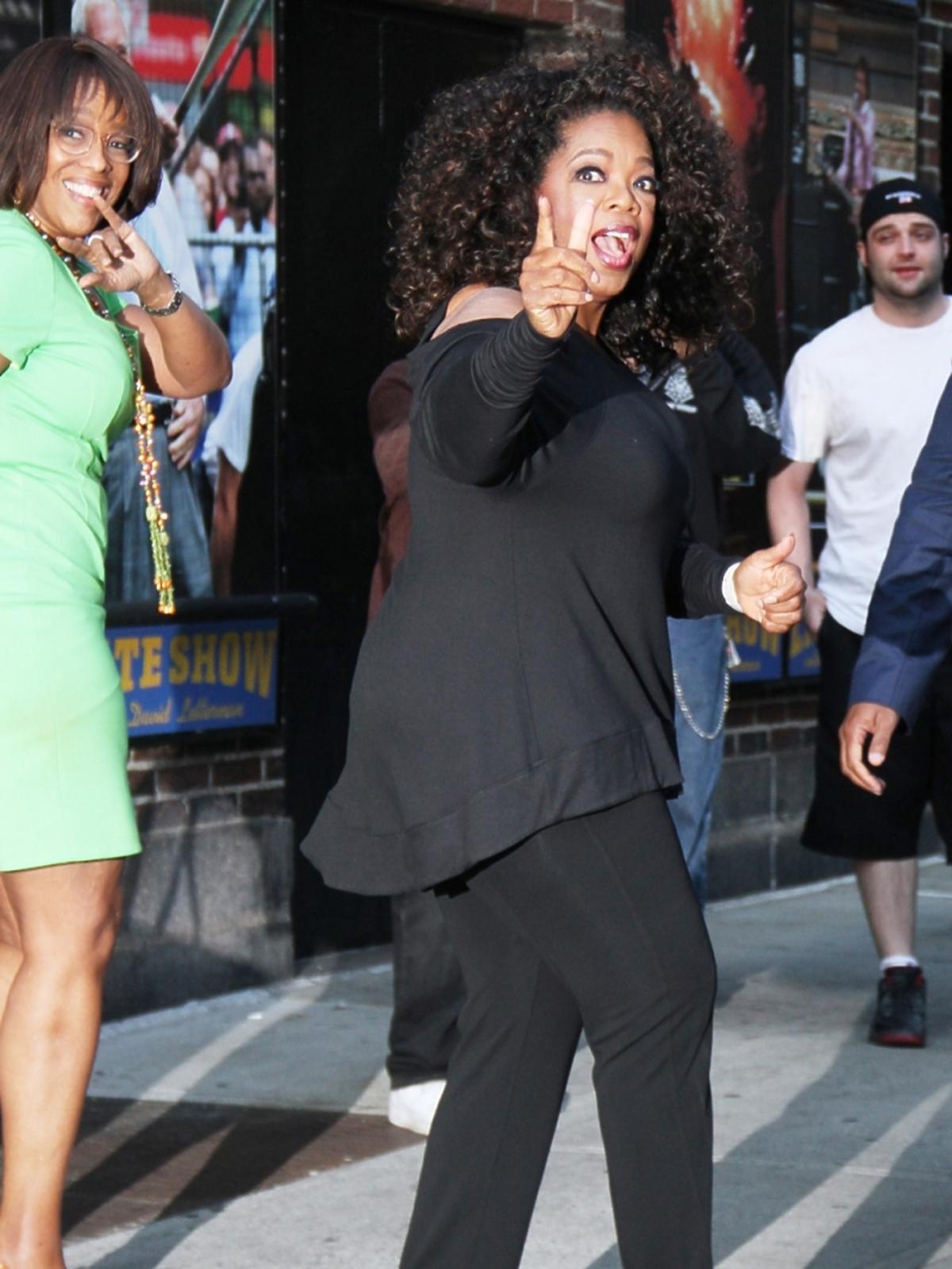 Oprah Winfrey wychodzi ze studia telewizyjego