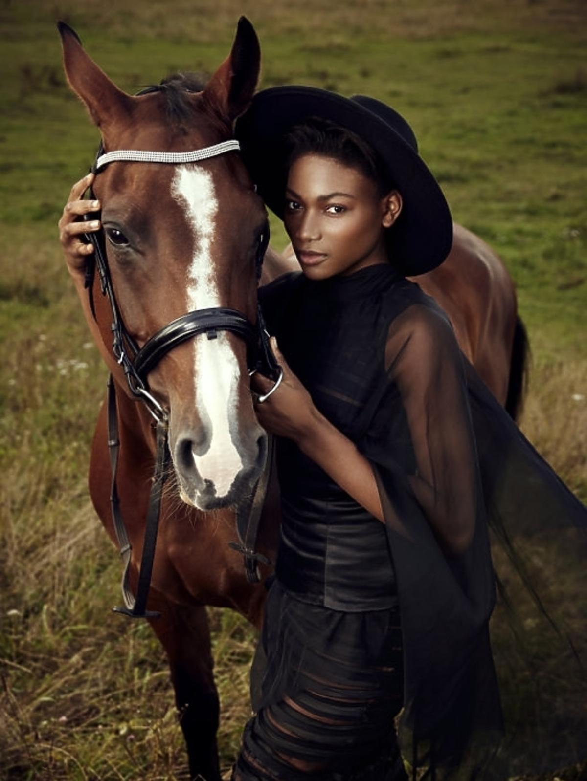 Osi Ugonoh w sesji konnej w Top Model