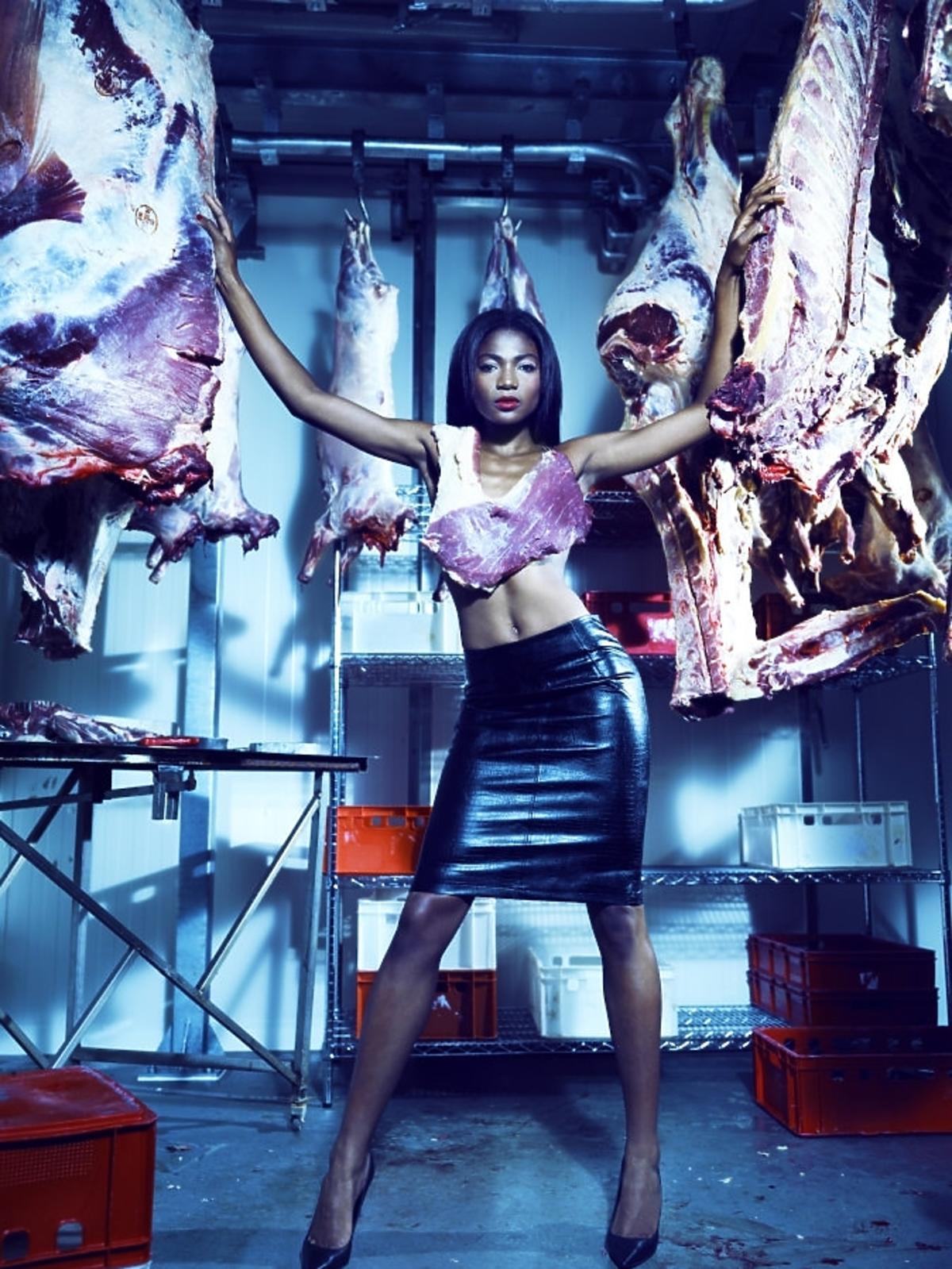Osuenhe (Osi) Ugonoh w mięsnej sesji w Top Model 4