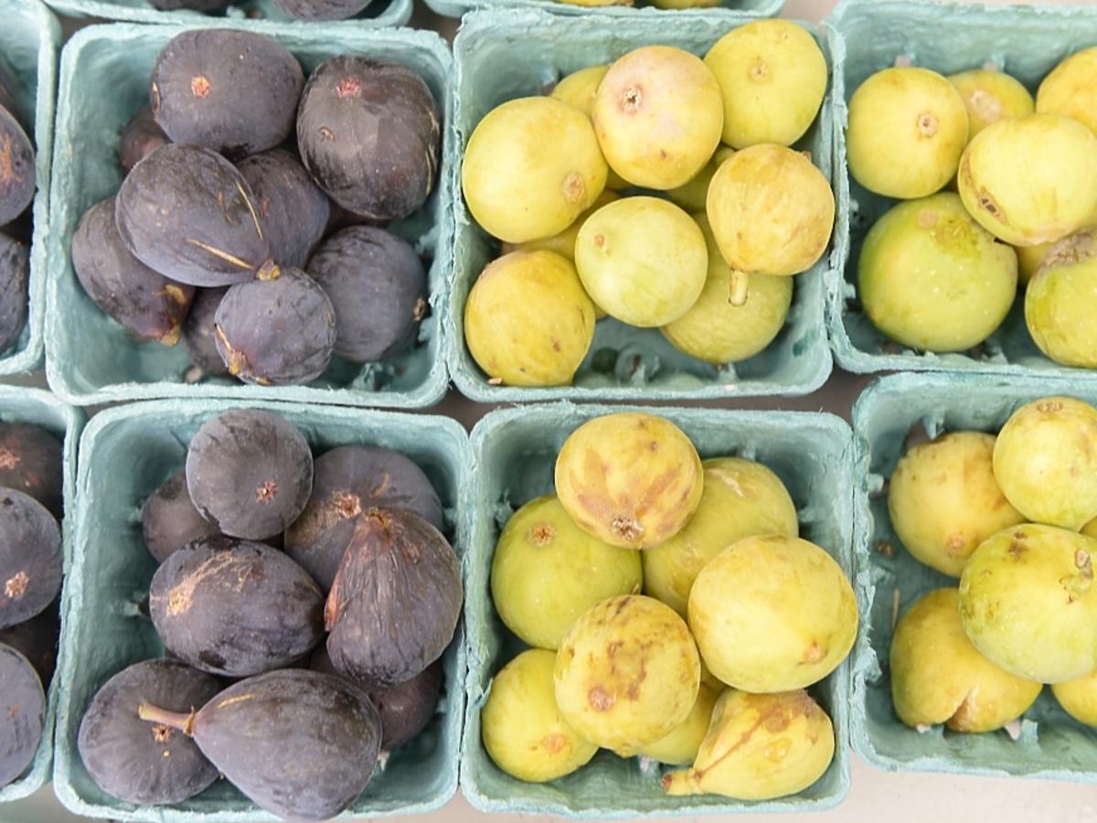 owoce w koszykach