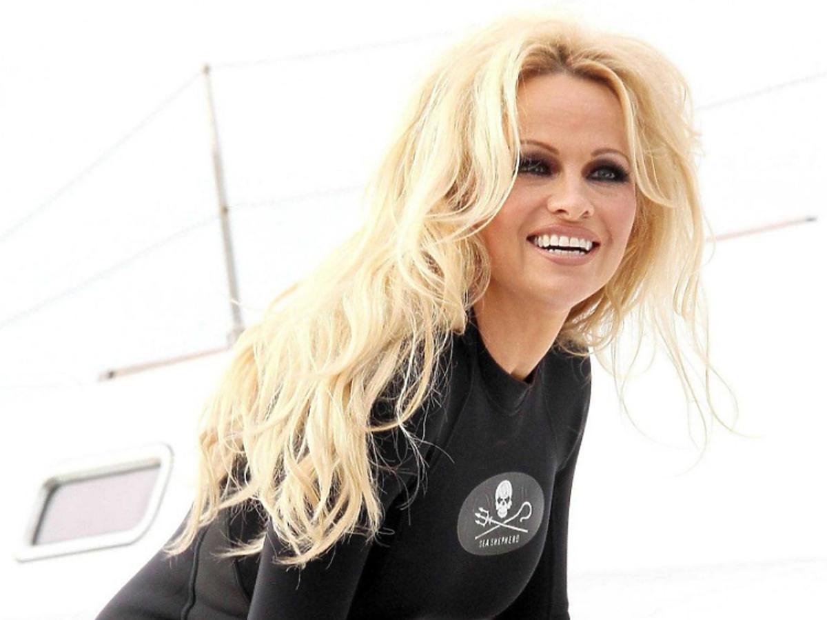 Pamela Anderson na jachcie