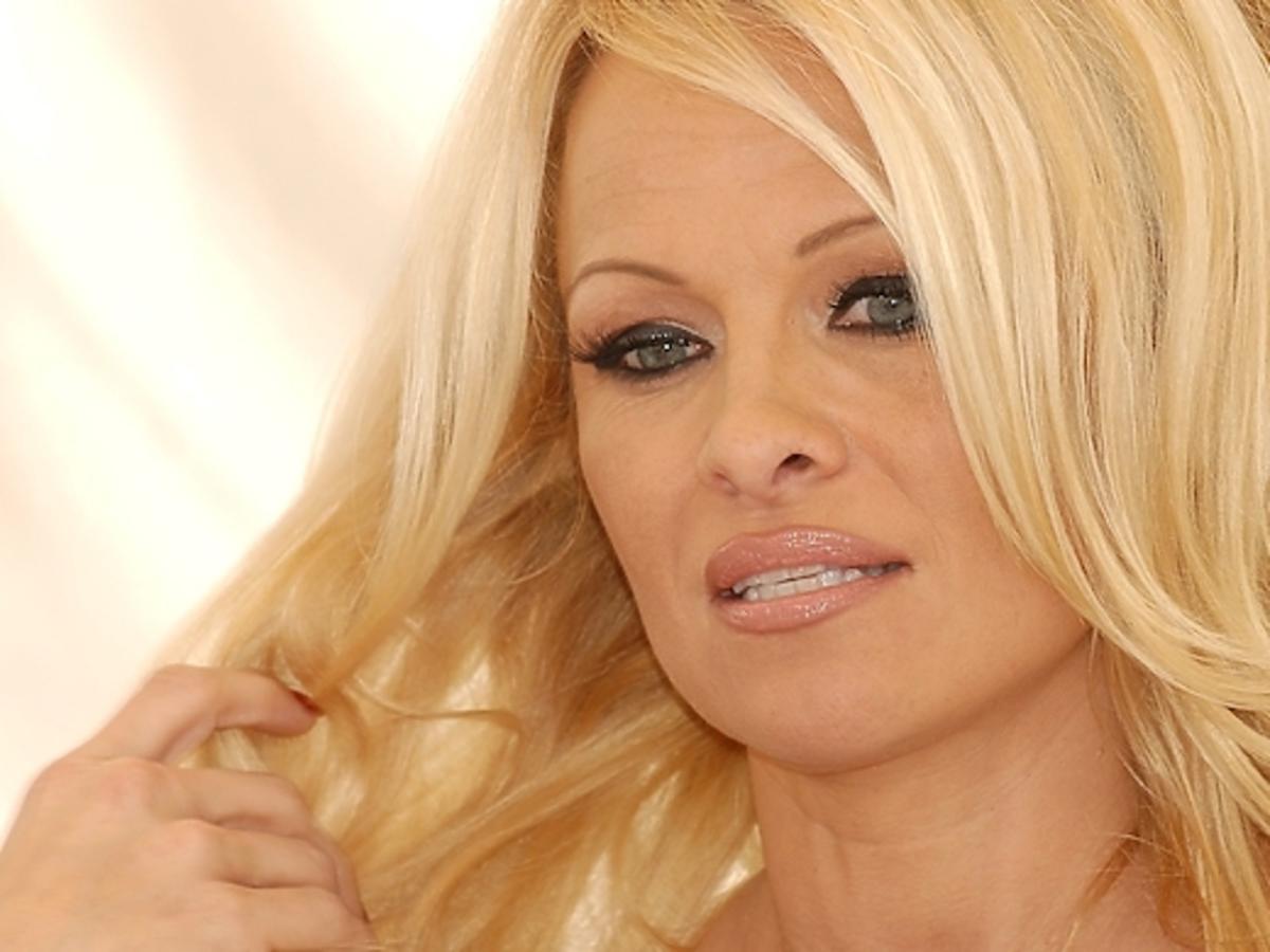 Pamela Anderson w krótkich włosach