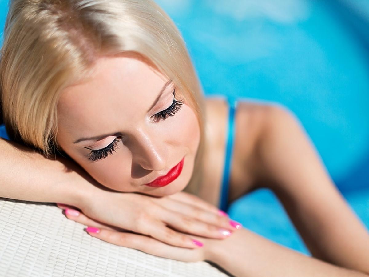 pani na basenie