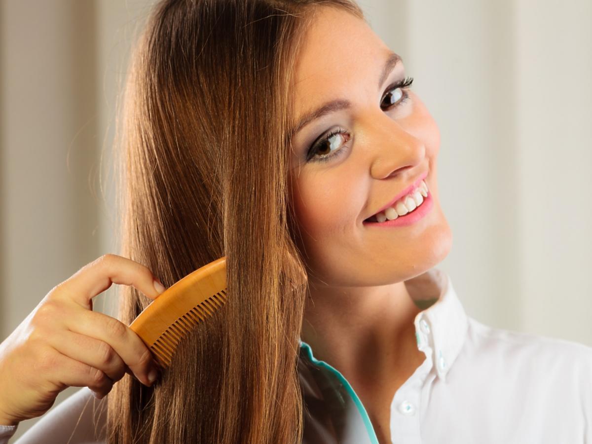 pani z ładnymi włosami