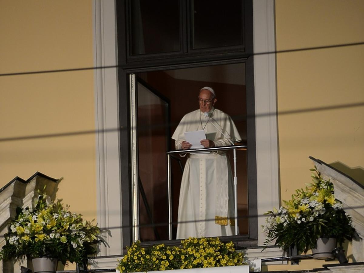 papież Franciszek w oknie