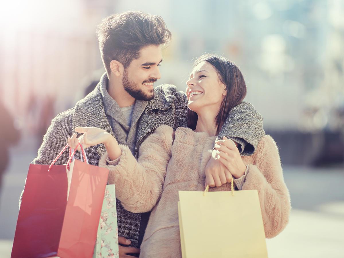 Para zakochanych na zakupach