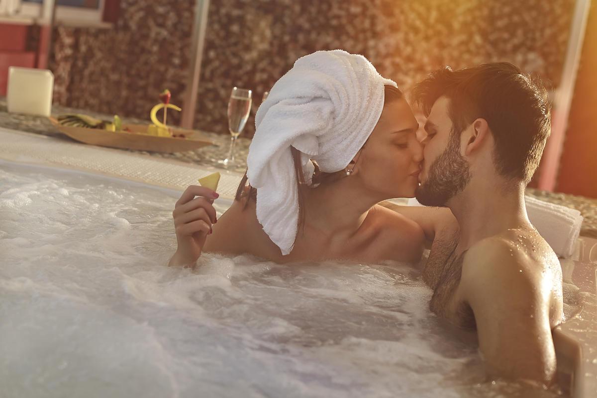 Para zakochanych spędza czas w Spa.