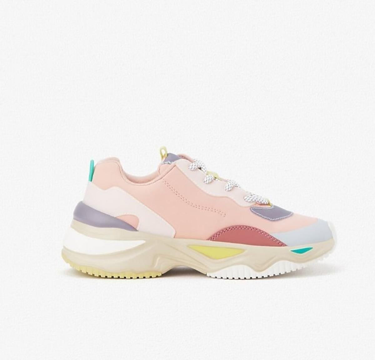 pastelowe sneakersy Zara  wyprzedaż