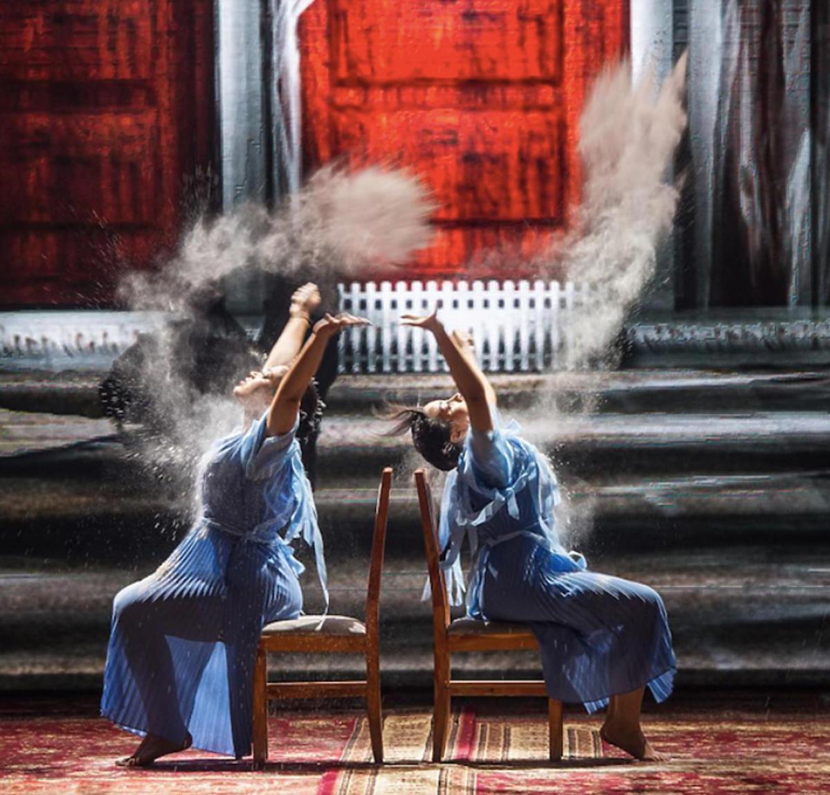 Patricia i Victoria Kazadi w dance dance dance w utworze Adele
