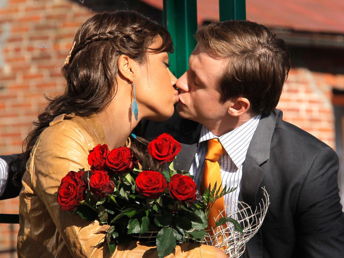 Patricia Kazadi całuje się z Piotrem Ligienzą