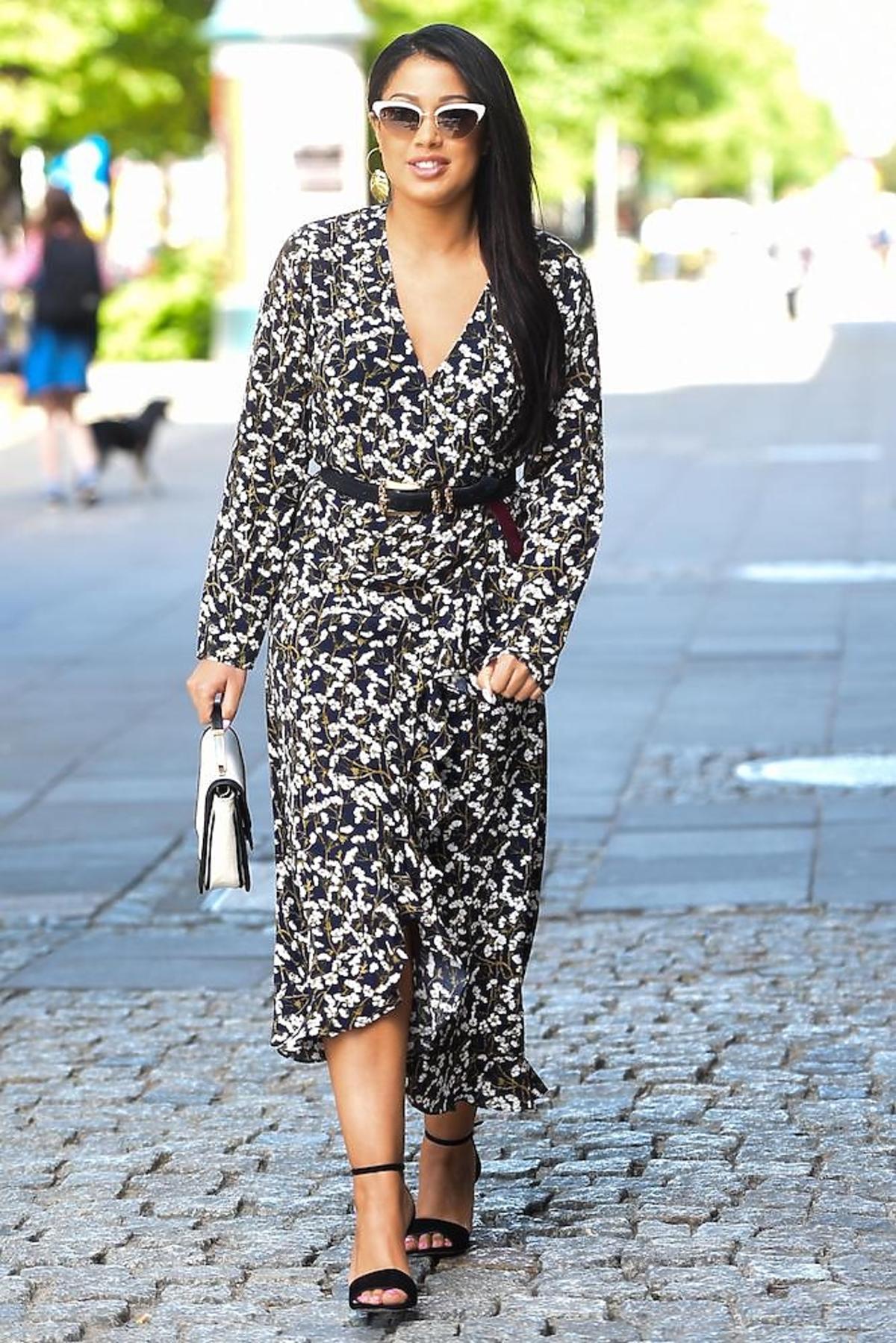 Patricia Kazadi w sukience w panterkę