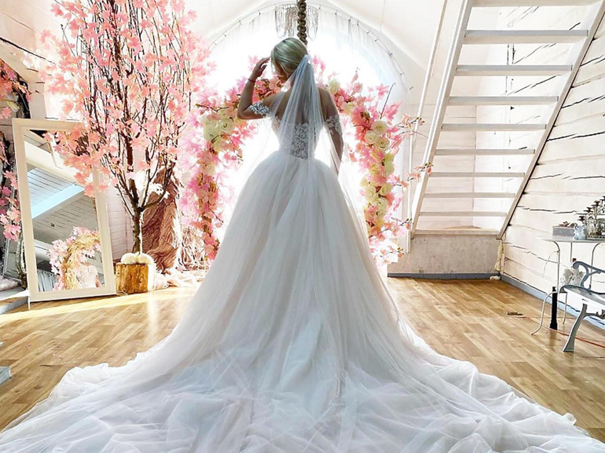Paula Tumala bierze ślub! Pokazała suknię ślubną