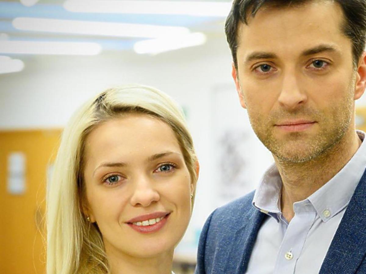 "Paulina Gałązka i Filip Bobek w serialu ""Na dobre i na złe"""