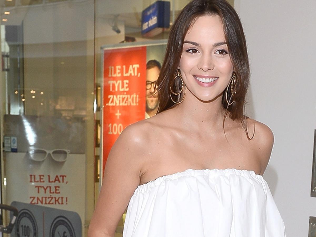 Paulina Krupińska w białej bluzce